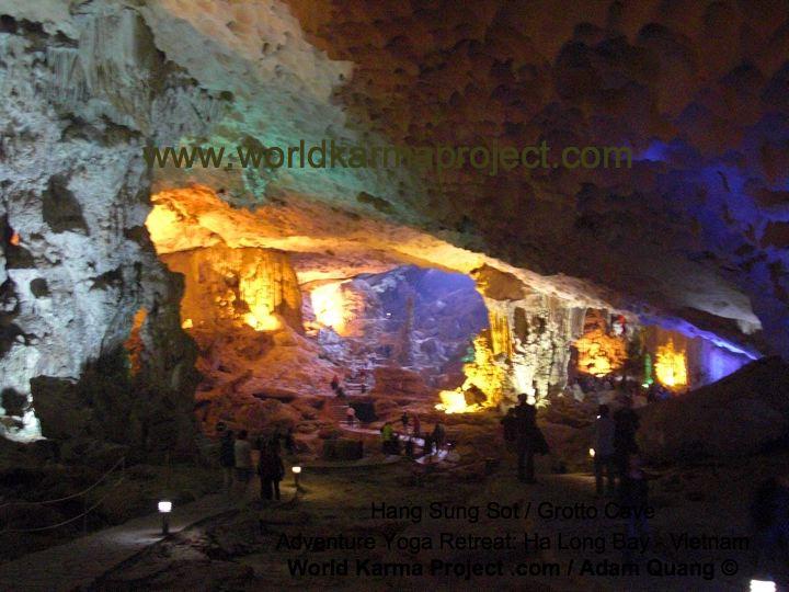 Hang Sung Sot Grotto Cave-Ha_long-bay-vietnam-Dec_2010-picture text14
